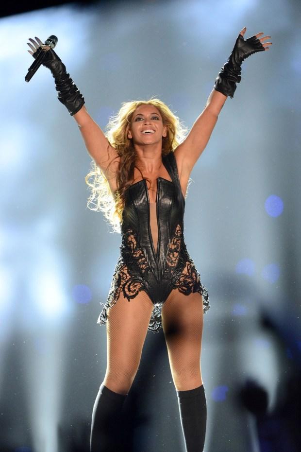 Beyonce02_V_4Feb13_pa_P_b
