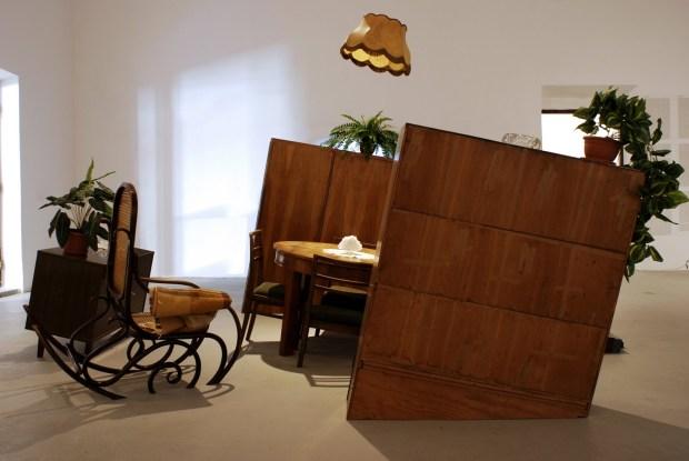 Anna Orlikowska, _Tonący pokój_, 2004-2007, instalacja, Kolekcja Regionalna Zachęty Sztuki Współczesnej w Szczecinie