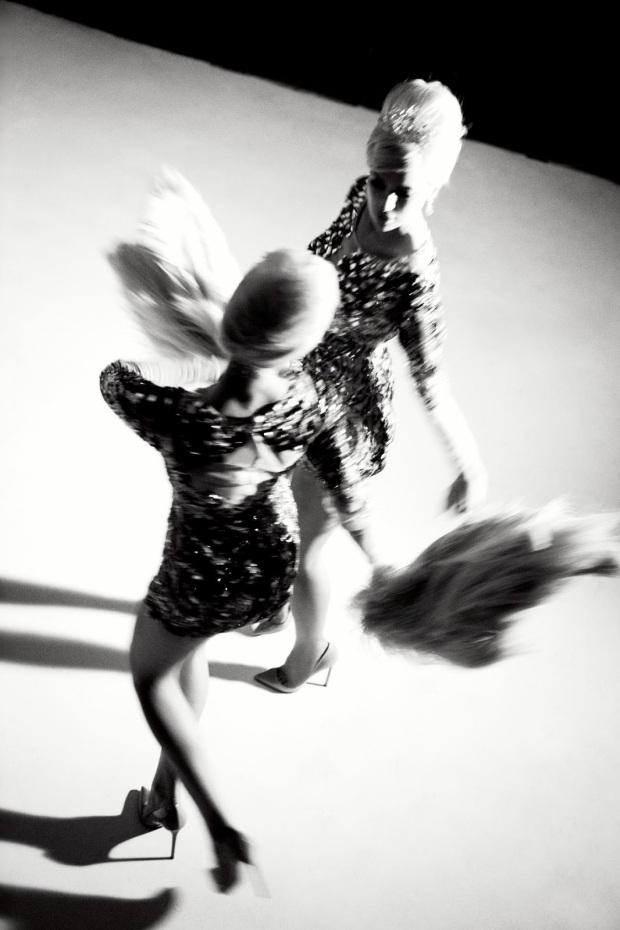 Anne Vyalitsyna & Irina Shayk by Ellen von Unwerth (Sister Act - Vs. Spring-Summer 2013) 9