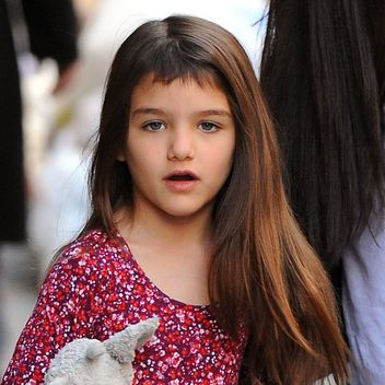 suri-cruise-bangs-square-w352