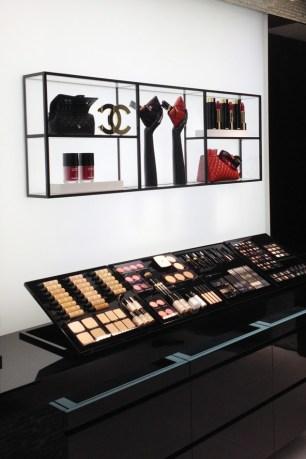 chanel-boutique-london-vogue-11-10jun13-sk_b_592x888