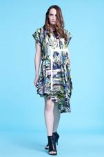 Multikolorowa sukienka z asymetrycznym dołem, marszczona w biodrach (satyna jedwabna)