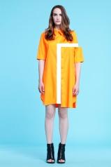 Prosta, neonowo-pomarańczowa koszulowa tunika, ozdobiona złotymi guzikami (satyna jedwabna)