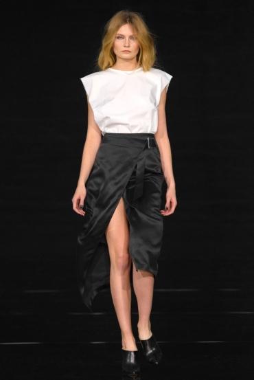 http://fashionmagazineblog.files.wordpress.com/2014/11/anja-rubik-x-mohito-zdj-filip-okopny_02.jpg?w=370&h=&crop=1