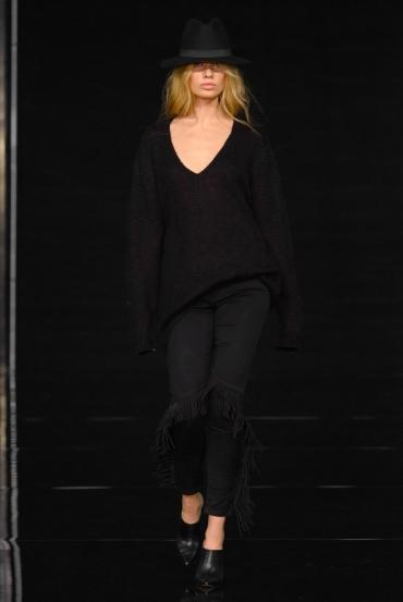 http://fashionmagazineblog.files.wordpress.com/2014/11/anja-rubik-x-mohito-zdj-filip-okopny_03.jpg?w=370&h=&crop=1