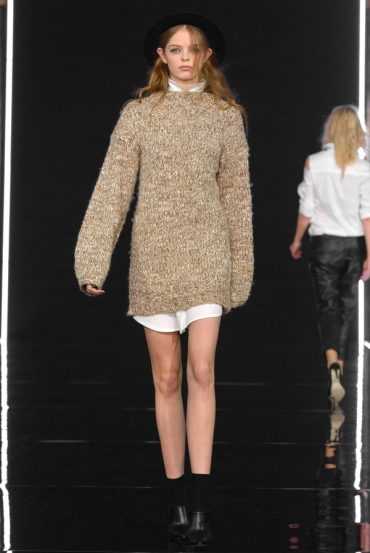 http://fashionmagazineblog.files.wordpress.com/2014/11/anja-rubik-x-mohito-zdj-filip-okopny_05.jpg?w=370&h=&crop=1
