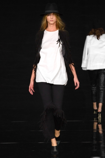 http://fashionmagazineblog.files.wordpress.com/2014/11/anja-rubik-x-mohito-zdj-filip-okopny_20.jpg?w=370&h=&crop=1